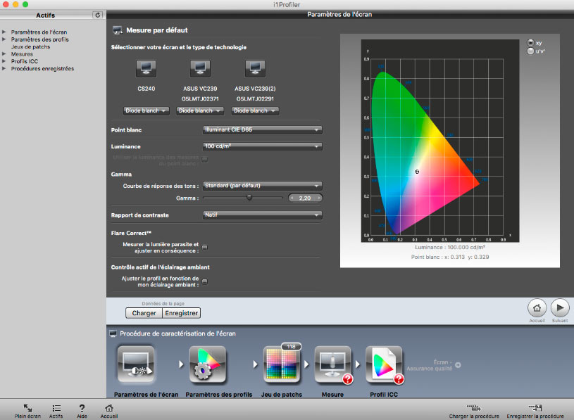 ColorChecker Passport tenu en main