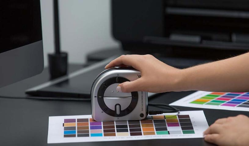 Reading color patches with the i1Studio